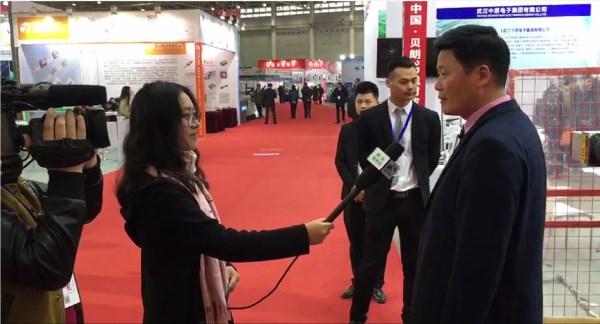 湖北省电shitaiji者采访了新金沙线材成型机厂jia王
